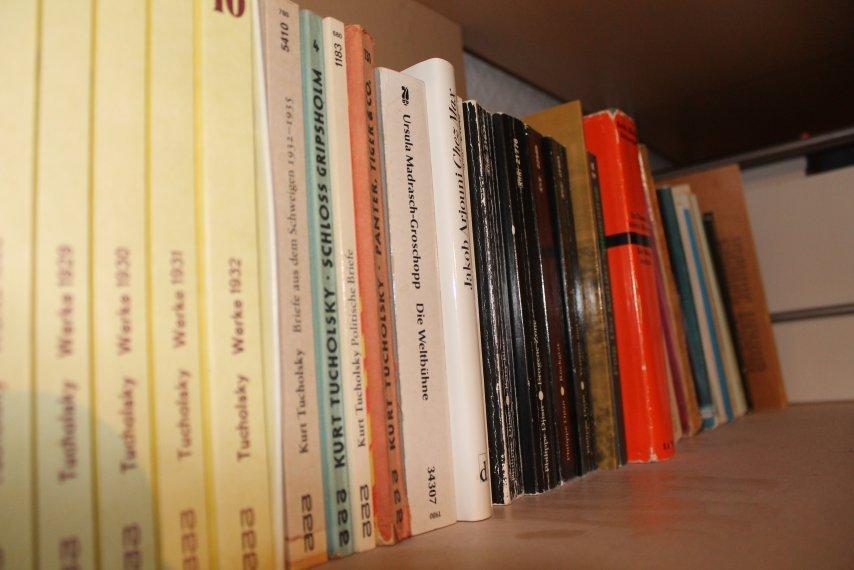 Bücher Regal
