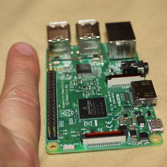 So groß wie meiin linker Zeigefinder: Mein Raspberry Pi