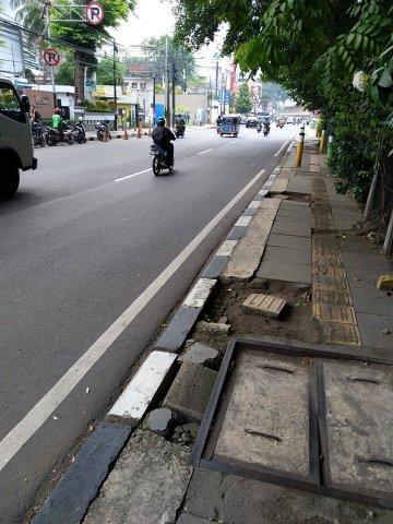 Straße und Bürgersteig in Indonesien